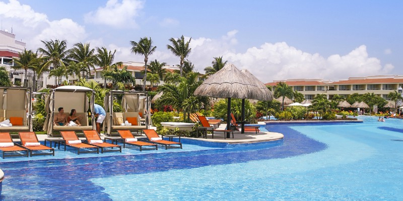 Moon Palace Cancun pool_family1800x400