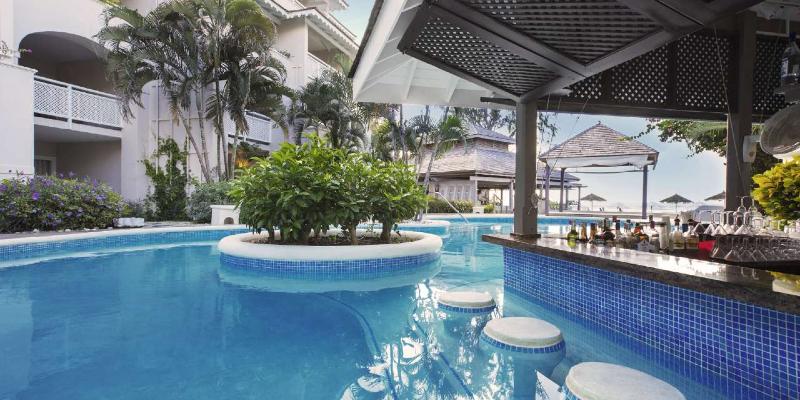 Swim-up Pool Bar