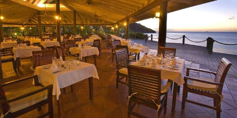 Relax with a delicious meal and an even more mouth-watering view