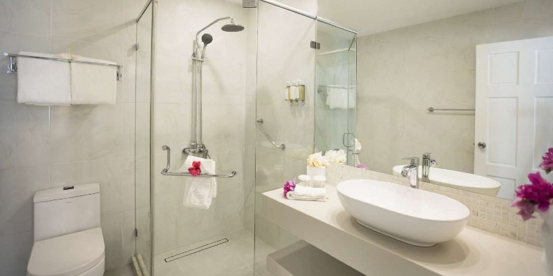 Sugar Bay Signature Room bathroom suite