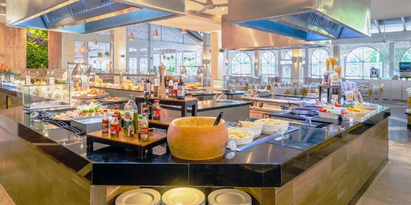 The main buffet restaurant ready for service